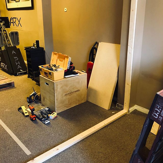 It's time for a little change! We are putting up a partition at the front of the clinic made out of wooden pallets. This will also allow for the addition of a large mirror on one side. #fxnlhealth #physicaltherapy #functionaltherapy #changeisgood
