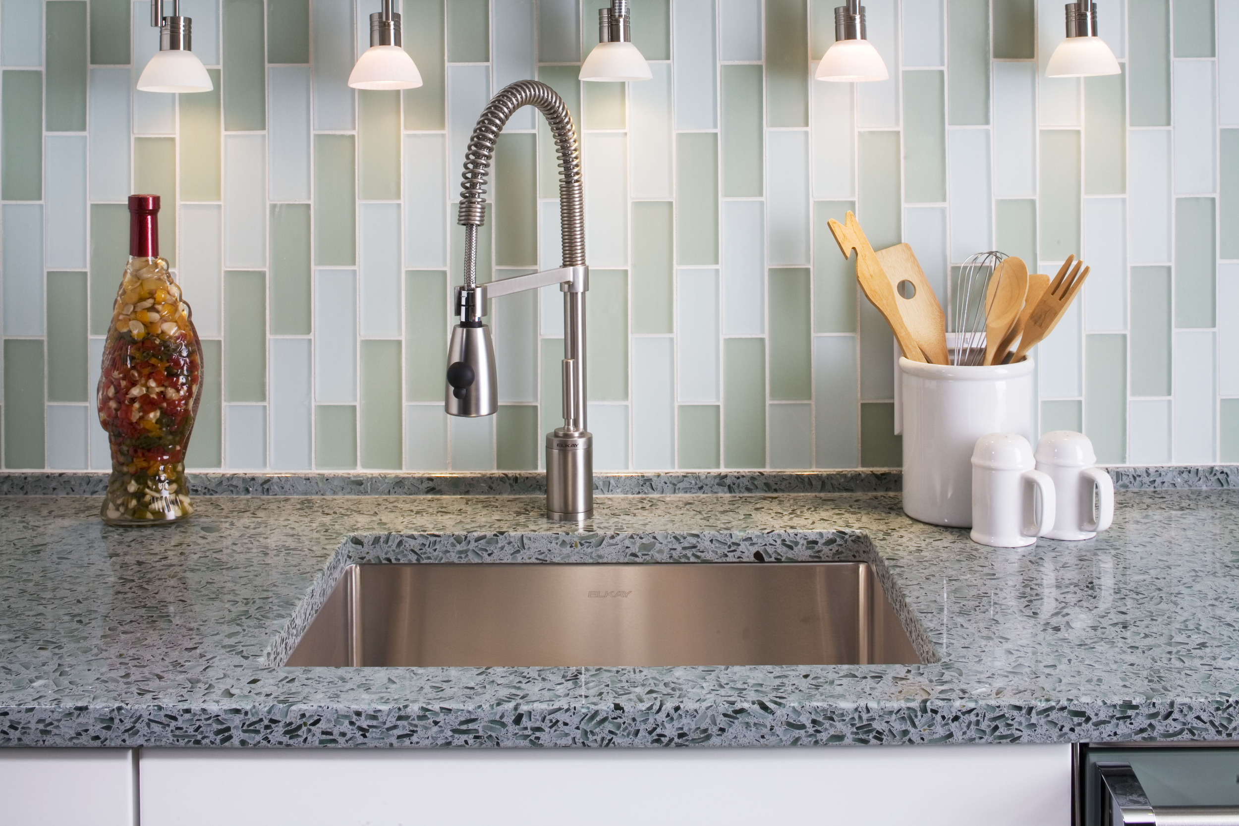 vetrazzo_hollywood_sage_kitchen_countertop_undermount_sink_faucet_glass_tile_backsplash_9x6_485ppi.jpg