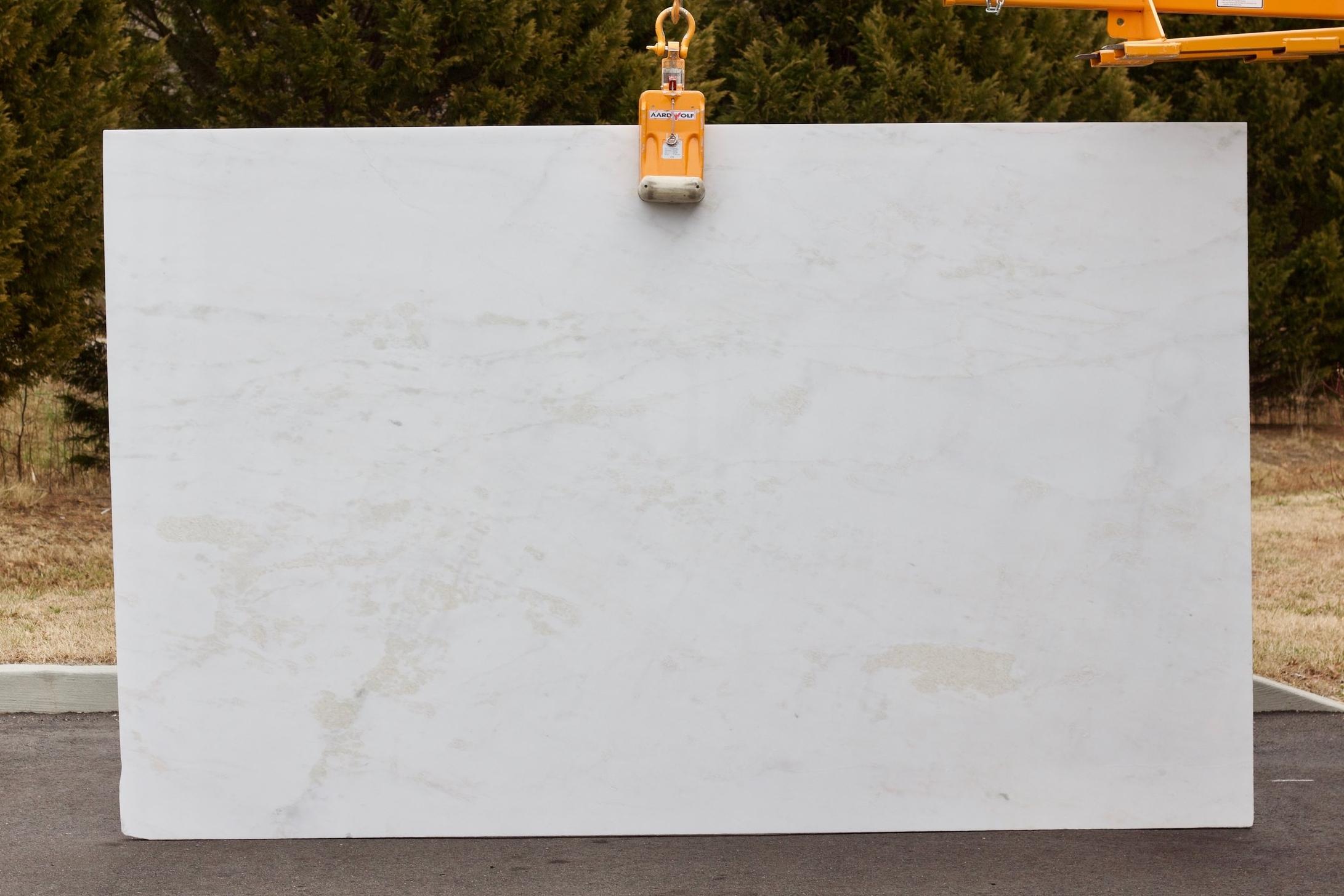 Mystery White - Lot 1060 - 124x76.jpg
