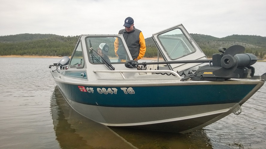 Local resident John Fisher was surprised at how fast it was to collect a sample… We were surprised at how fast his boat could go! We finished sampling Frenchman Lake in 40 minutes flat!