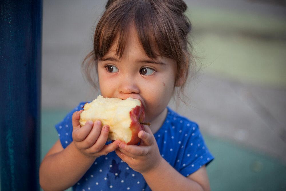 little-girl-with-apple_1200x800.jpg