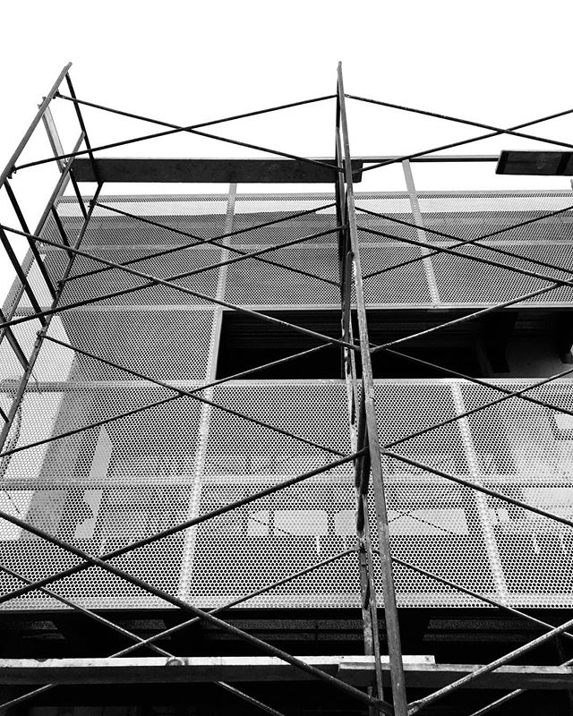 Architectural sun screen work in progress going up on the facade. . . . #architecture #sunscreen #perforatedmetal #cerveceriainsurgente #climatecontrol #wip #arquitectura #exteriorskin #mesh #construction #facade