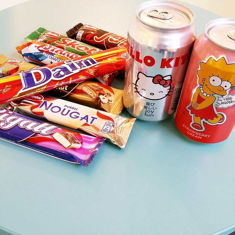 1st Hello Kitty eller Simpson + valfri choklad bit (se bild) = OTROLIGA 15:-!!