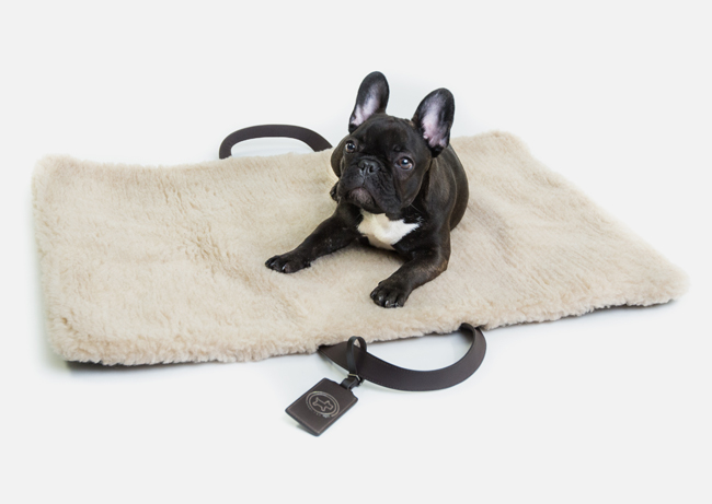 18-cloud-7-tumi-Travel-Bed-dogs-perros.jpg