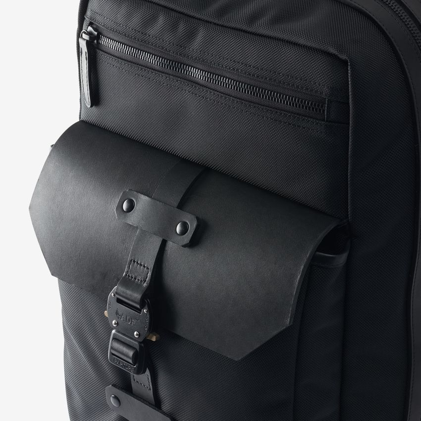 bag-1014851-largebackpack-blacknylon-detail-web.jpg