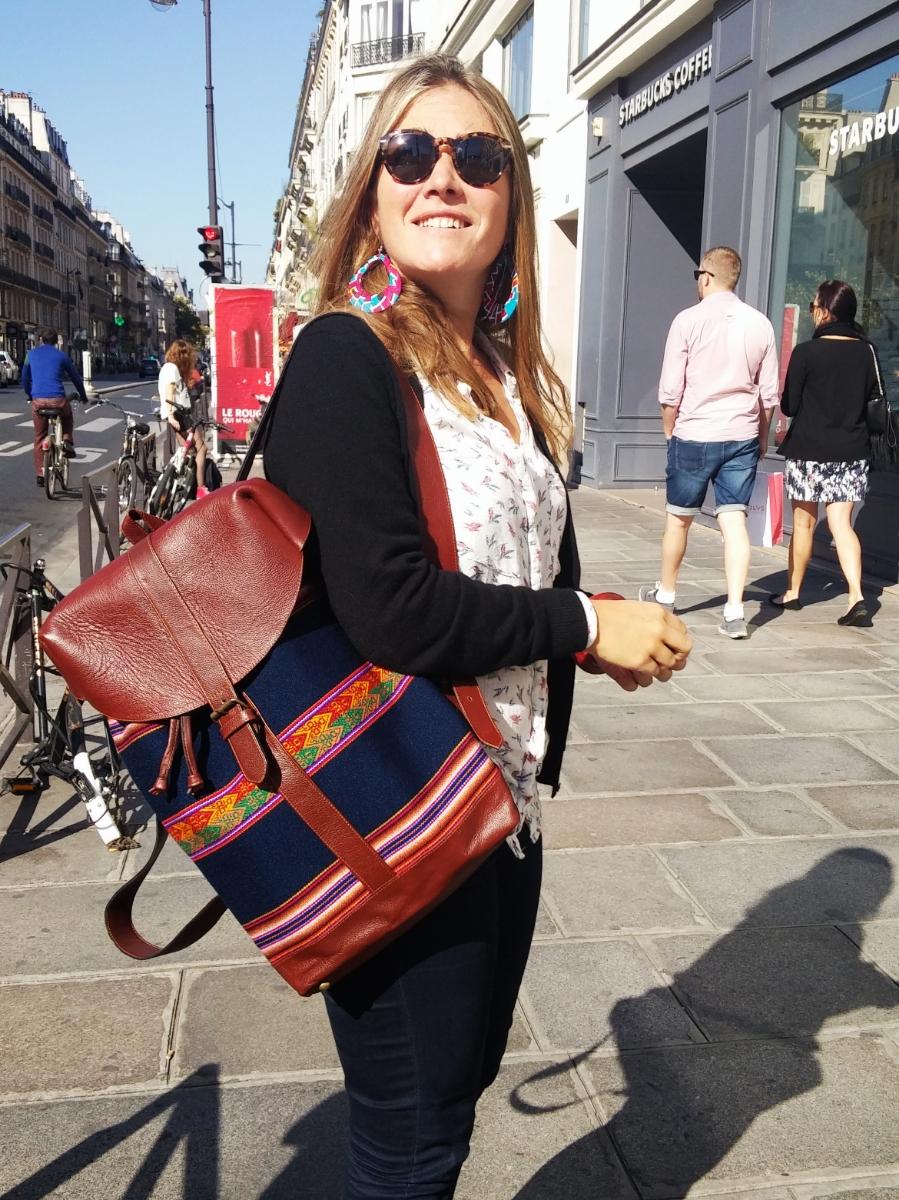 Agathe porte un sac à dos FUERZA