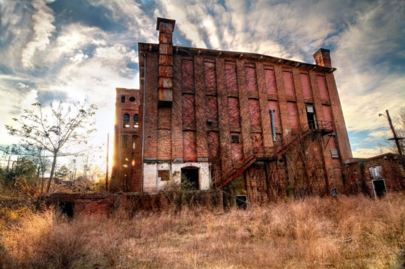 Newry Textile Mill - Seneca, South Carolina; photo by Hank Myers