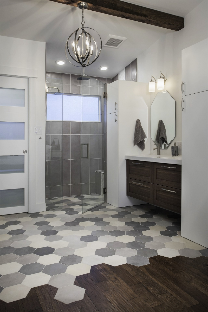 Bathroom_1_WEBSHARP_(2).jpg