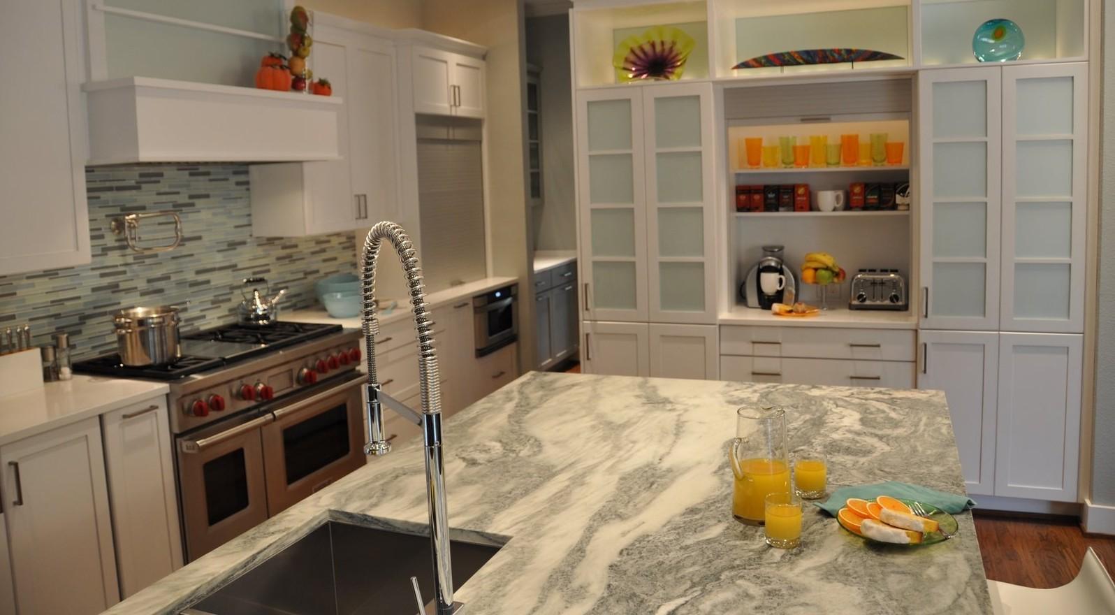 Kitchen1-e1386362375838.jpg