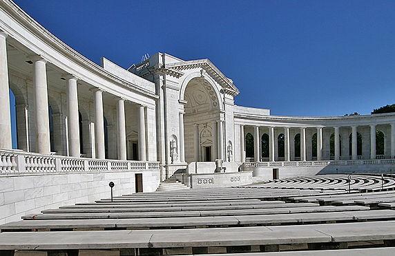 800px-Arlington_National_Cemetery_Amphitheater_1-e1416342033174.jpg