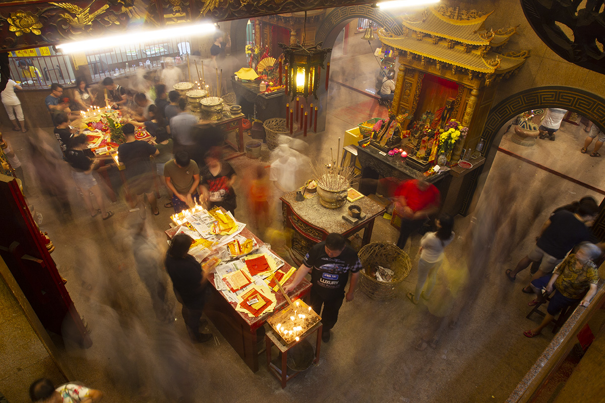 Ethnic Chinese with joss sticks in their hands crowd a temple during the Nine Emperor Gods Festival in Ampang, Malaysia, Tuesday, Oct. 16, 2018. (AP Photo/Yam G-Jun)