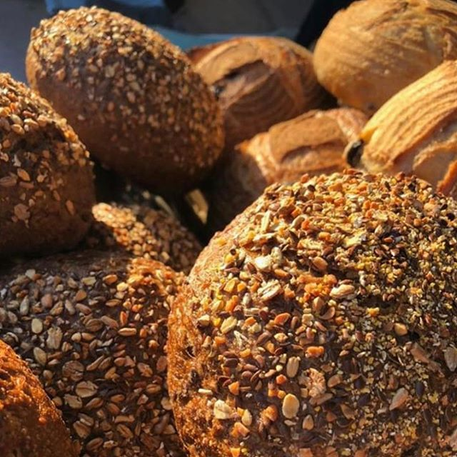 Head on down to the Southside farmers markets this morning for wholesome  artisan bread and bagels fresh out of the oven. 😍😍😍 #bakery #bread #sourdough #bagels #fresh #delicious #sunday #sundaymorning #farmersmarket #farmersmarkets #localproduce #local #calm #mornings