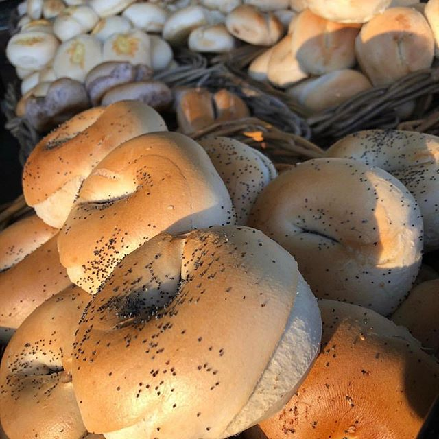 The sun is shining! Come down to @crfarmersmarket pick up your fresh bead and pastries and soak up the atmosphere! 🥖🥐☀️ #local #fresh #freshbread #farmersmarket #artisanbread #bagels #sourdough #pastries #supportlocal #cbr #canberralocal #canberrafood #community