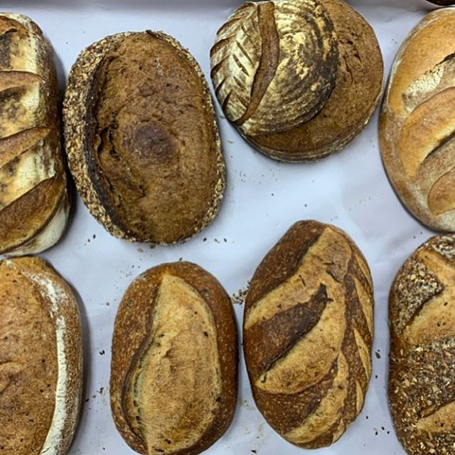 Delicious freshly baked bread is ready to be enjoyed in thIs wintry Canberra morning! Rug up and come and join the wonderful market atmosphere @crfarmersmarket this Saturday morning ❤️🥐🥖 #farmersmarket #winter #saturday #capitalregionfarmersmarket #freshbread #bakery #bread #delicious #local #localproduce #sourdoughbread #pastry #bagels #longweekend #longweekendvibes