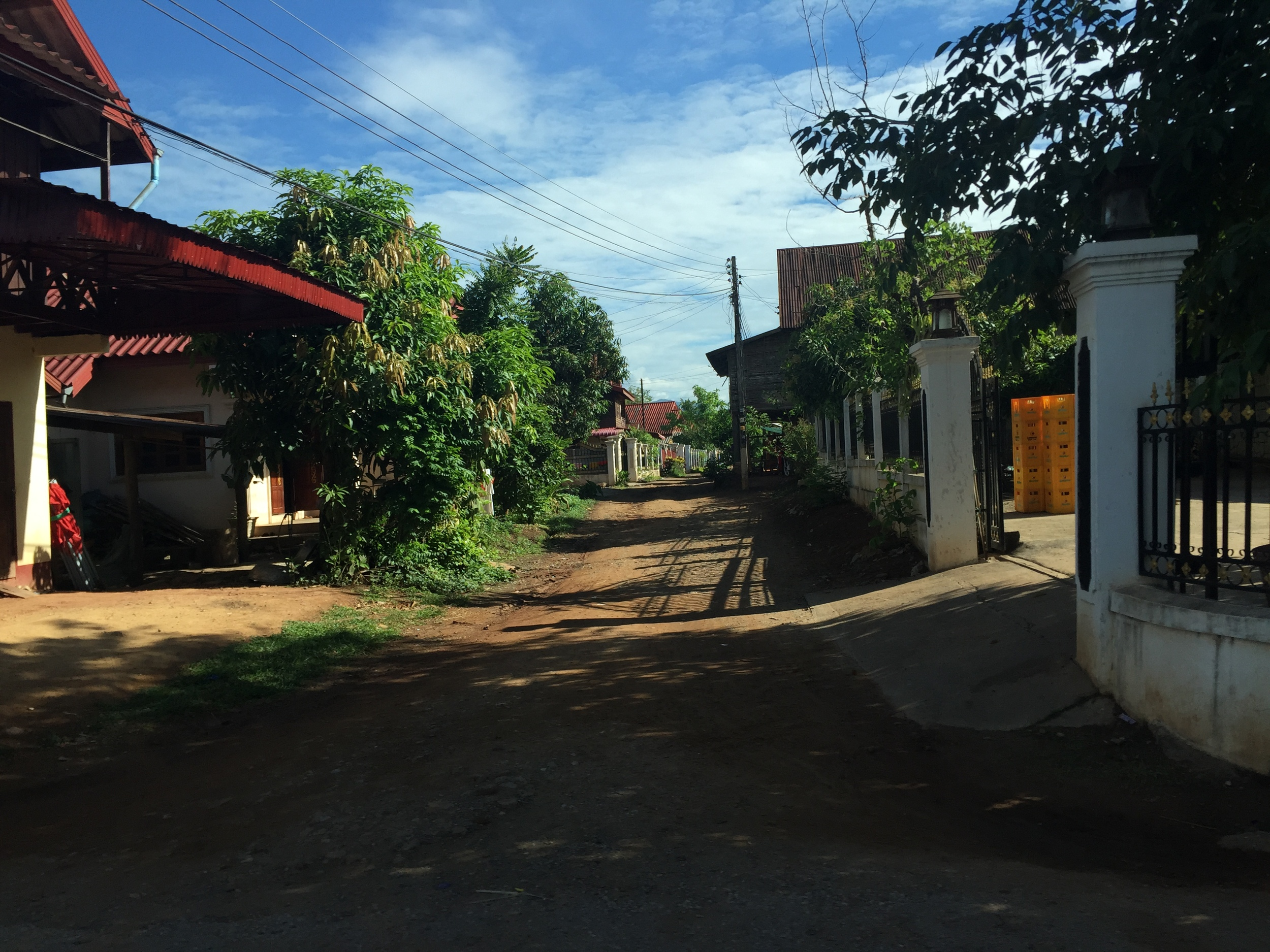 luang-prabang-street-alley