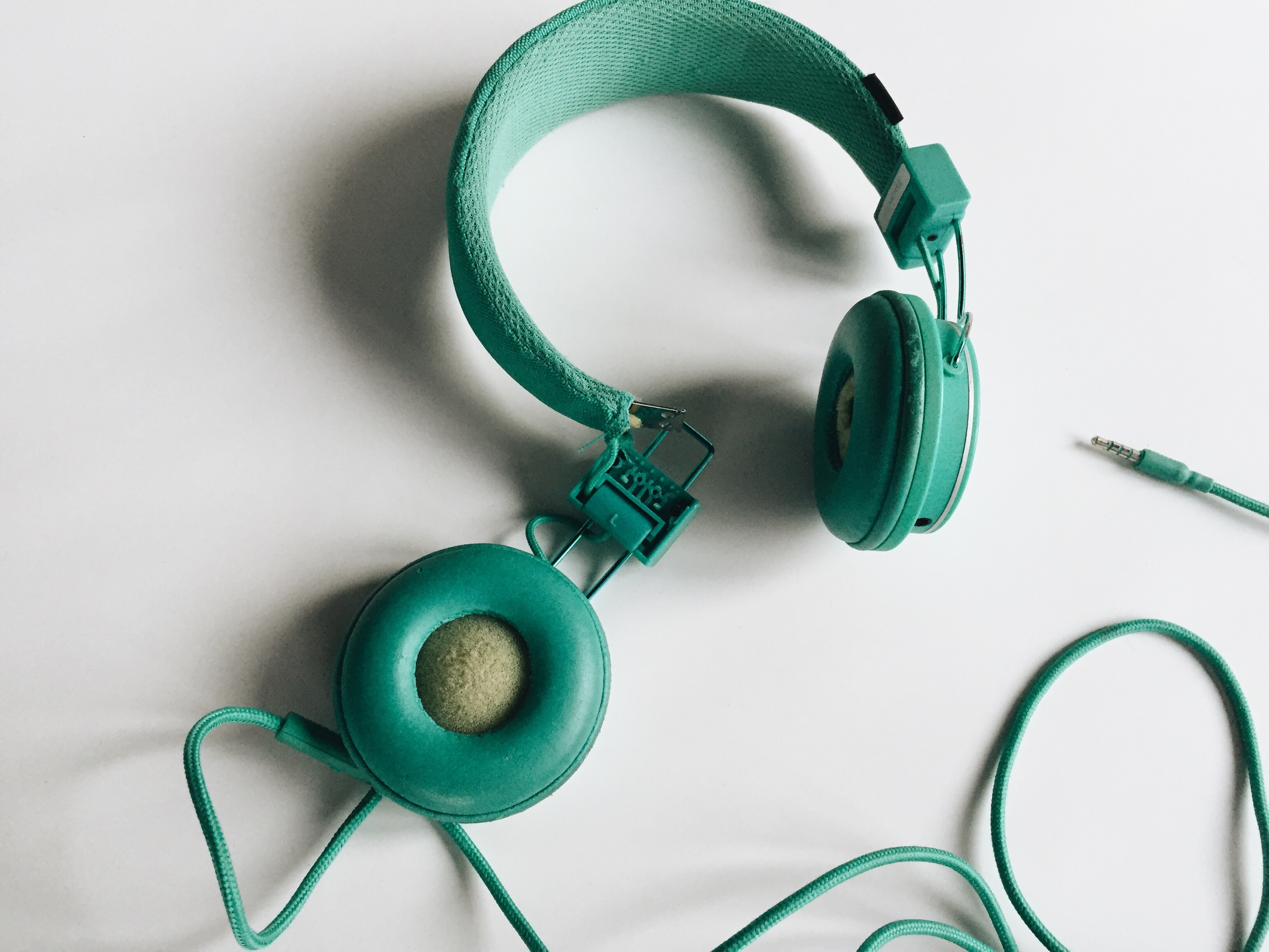 I took this picture years ago. I no longer have these headphones fyi.