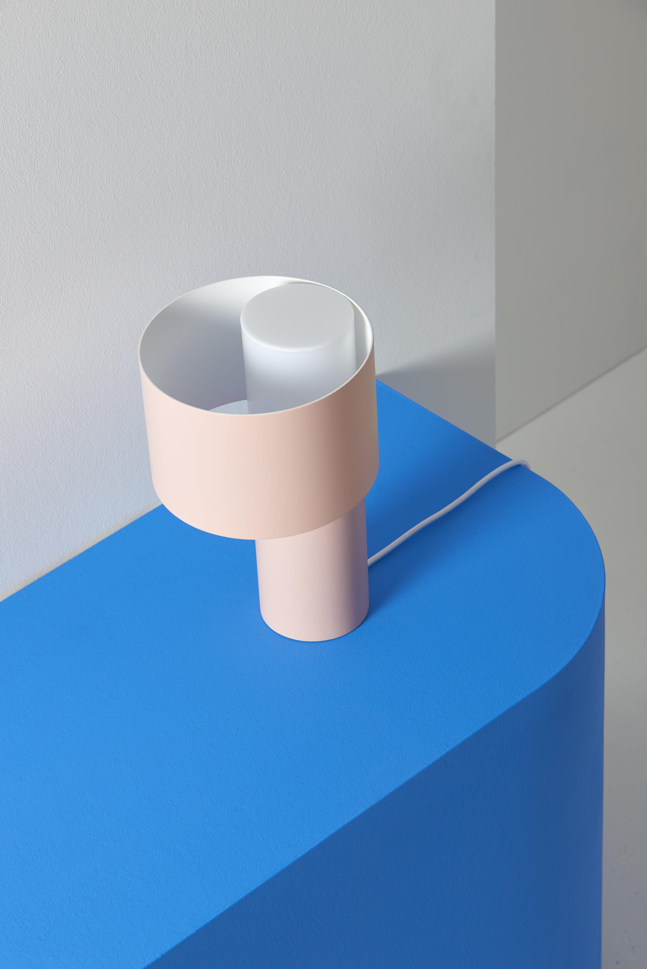 Tangent_Table_Lamp_Frederik_Kurzweg_Design_Studio_01.jpg