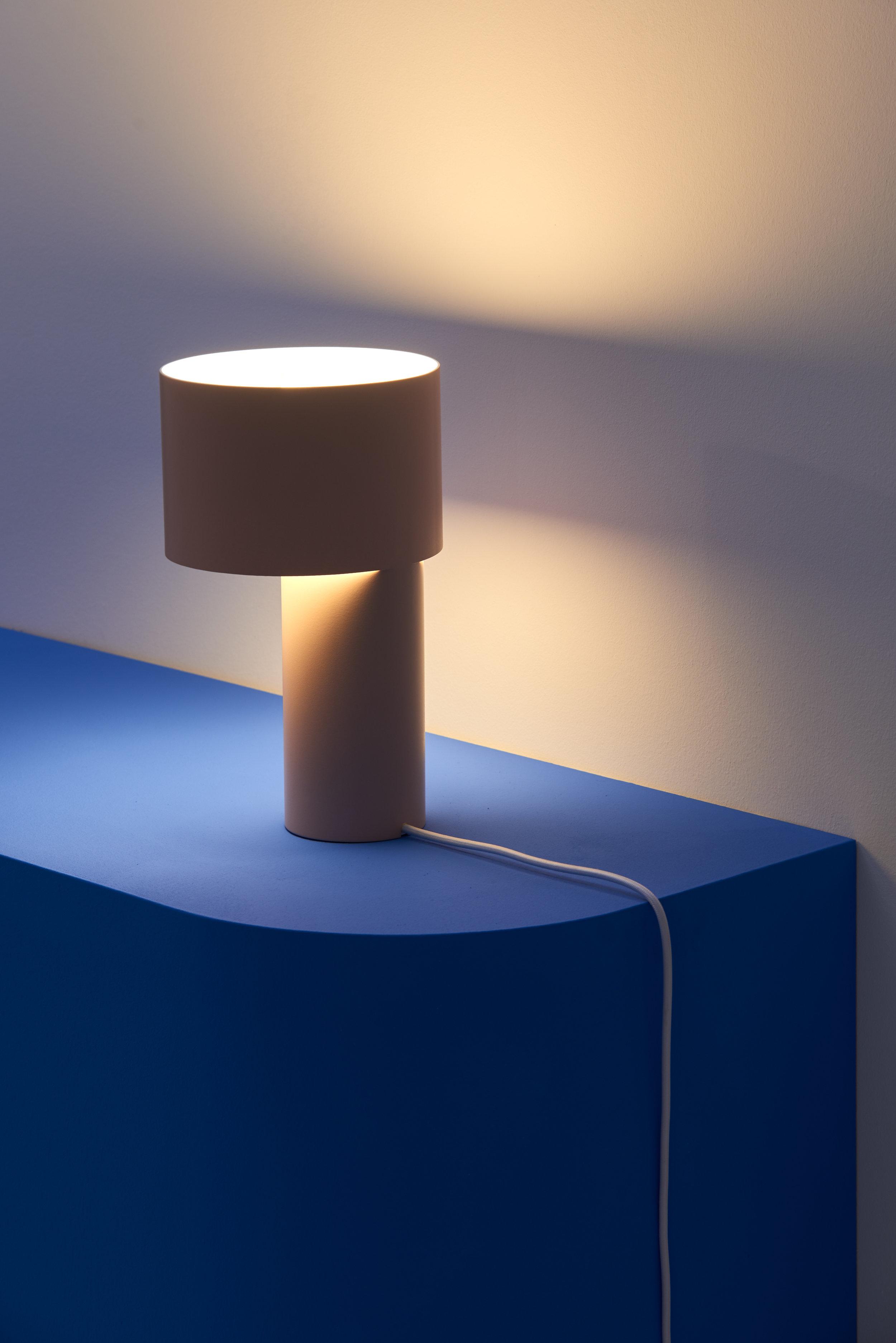 TANGENT_TABLE_LAMP_Frederik_Kurzweg_03.jpg