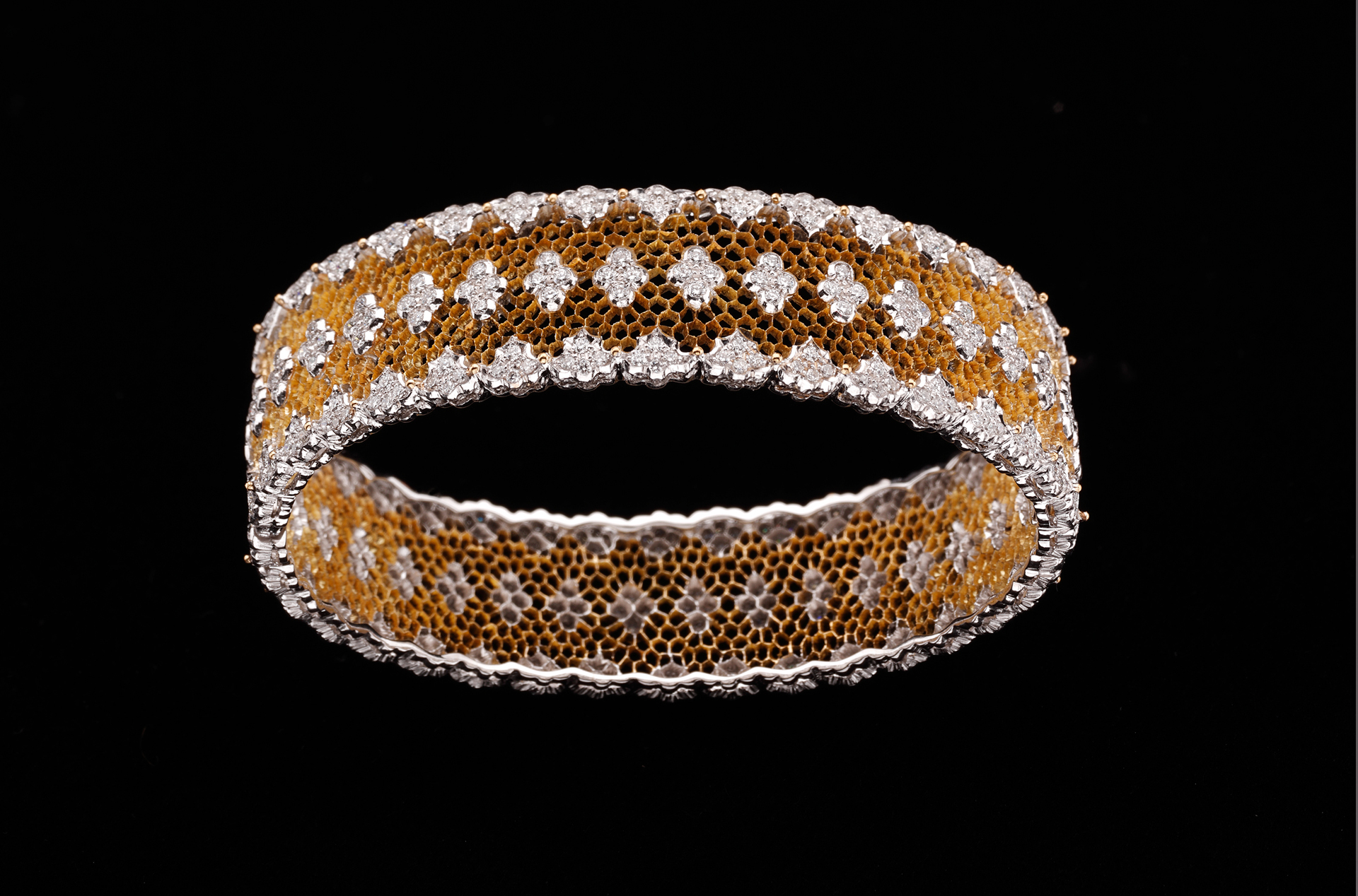 Pierced diamond bracelet