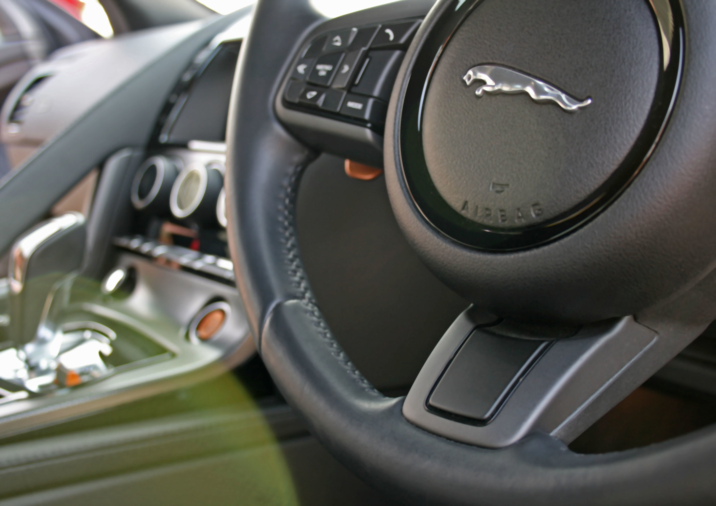 DETAIL STEERING WHEEL.jpg