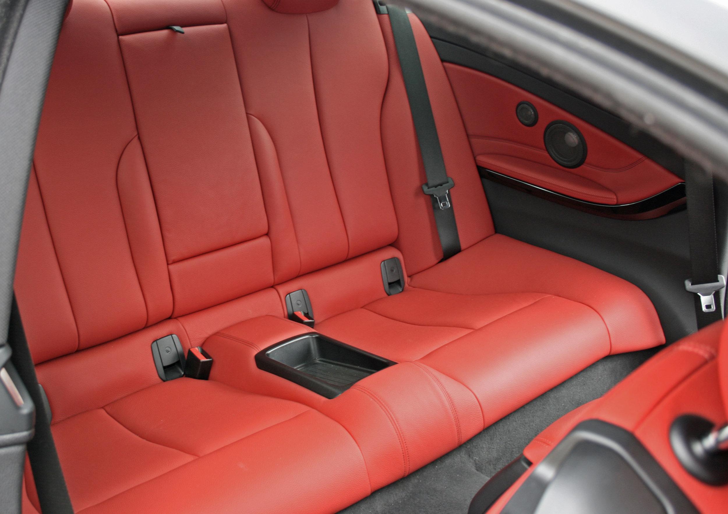 interior rear seats 2.jpg