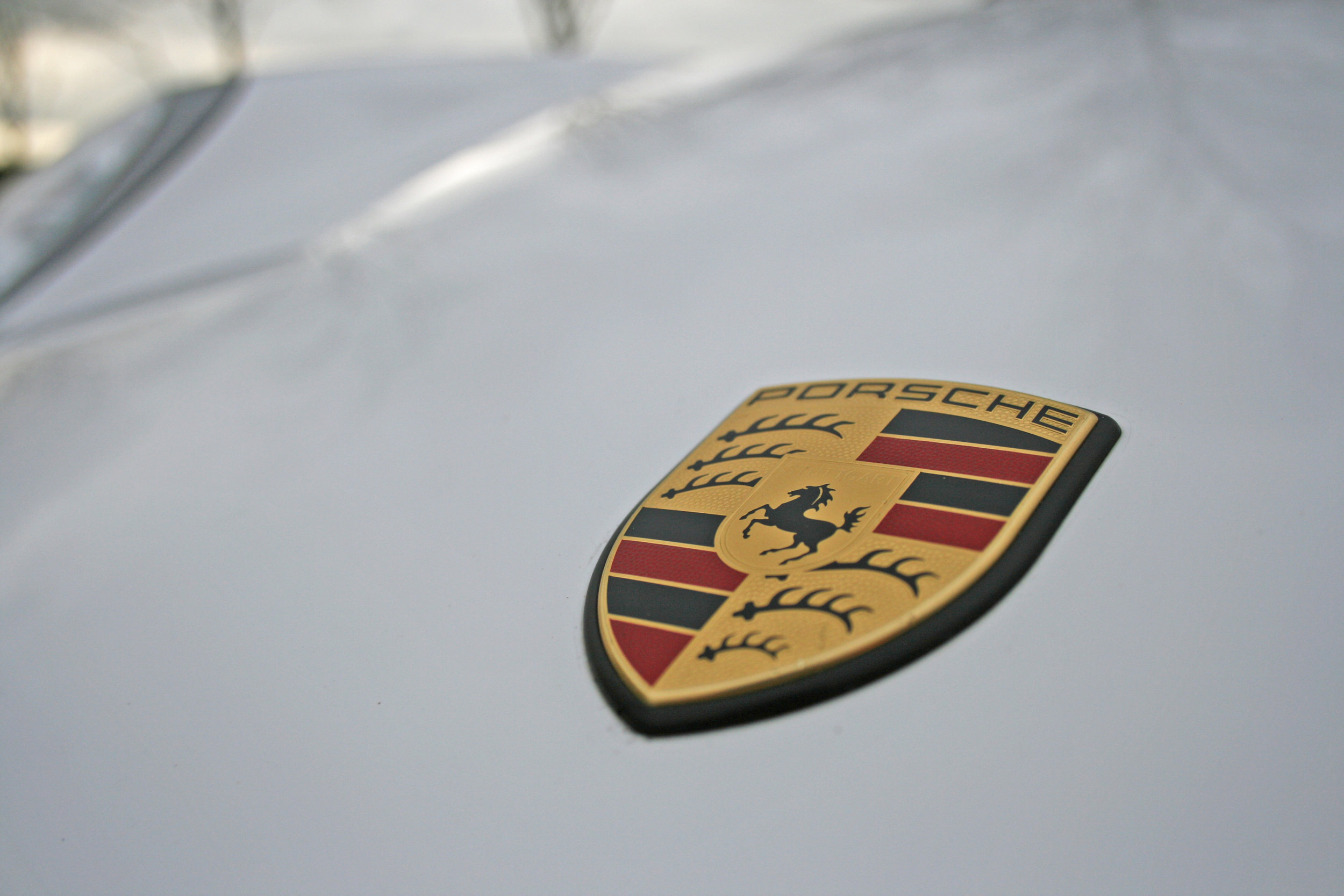 DETAIL BONNET BADGE.jpg