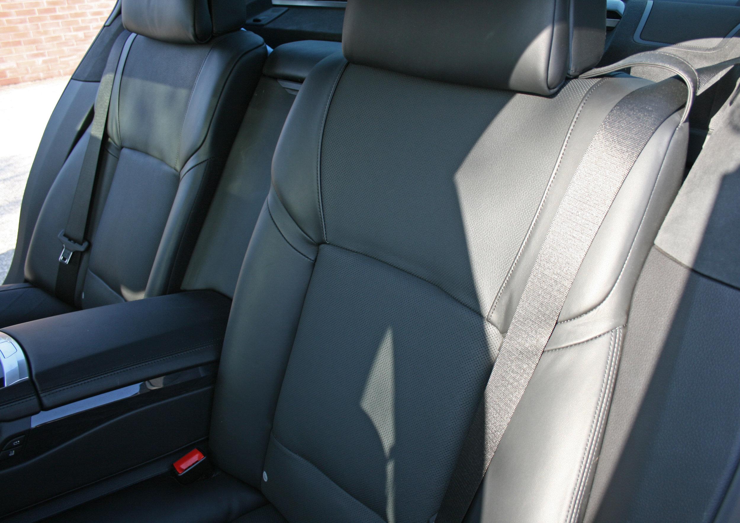 INTERIOR REAR SEATS 4.jpg