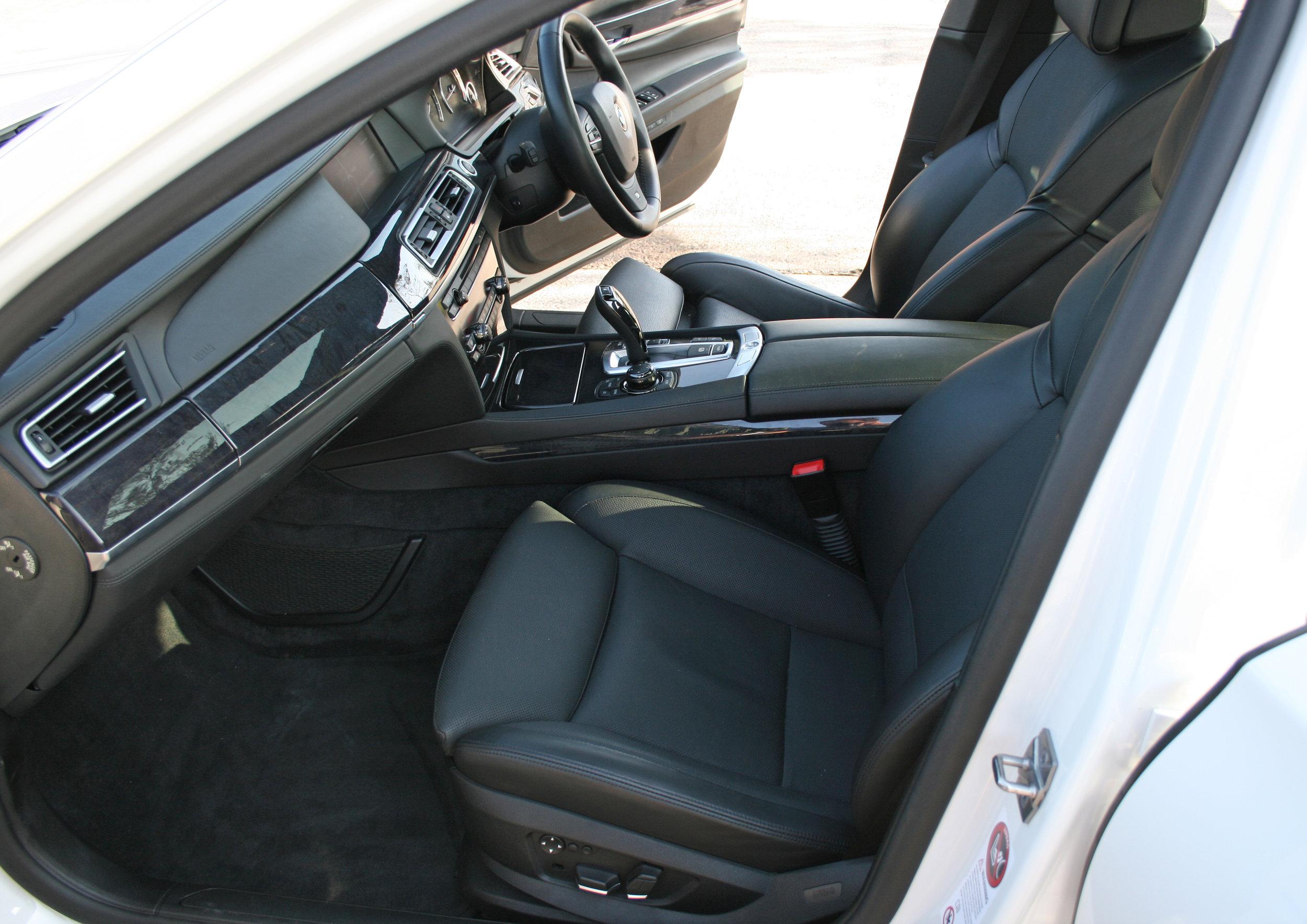 INTERIOR FROINT SEATS.jpg