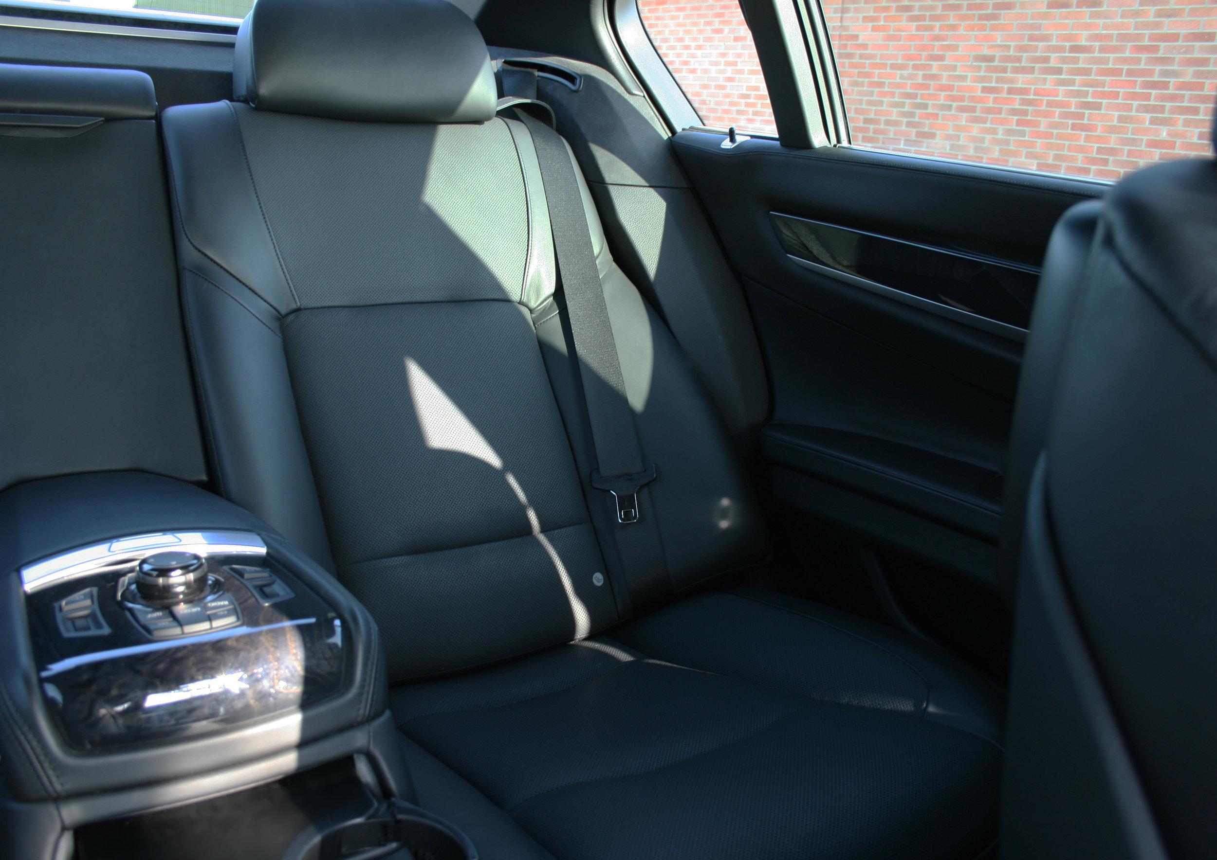 INTERIOR REAR SEAT.jpg