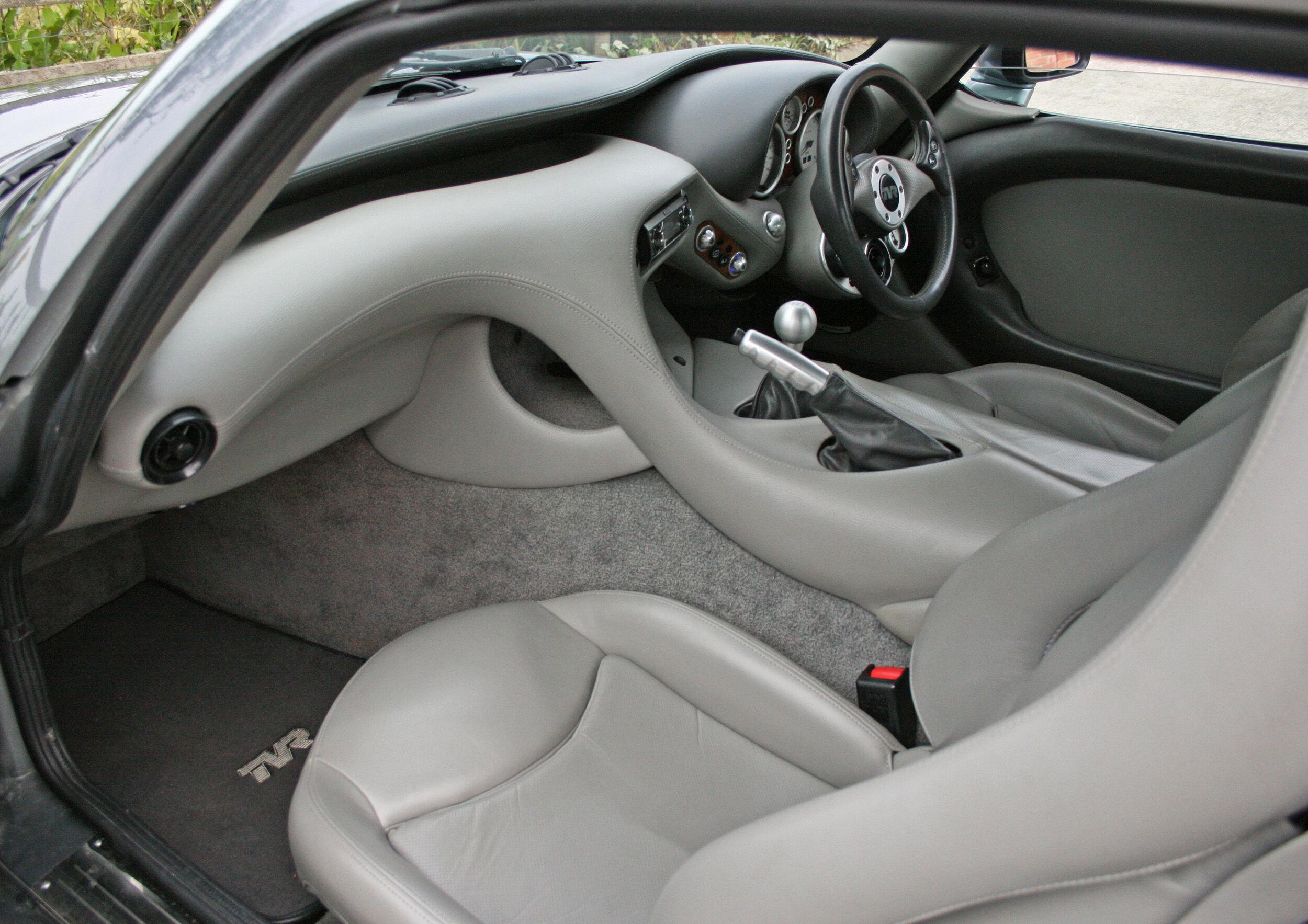 INTERIOR FRONT SEATS.jpg