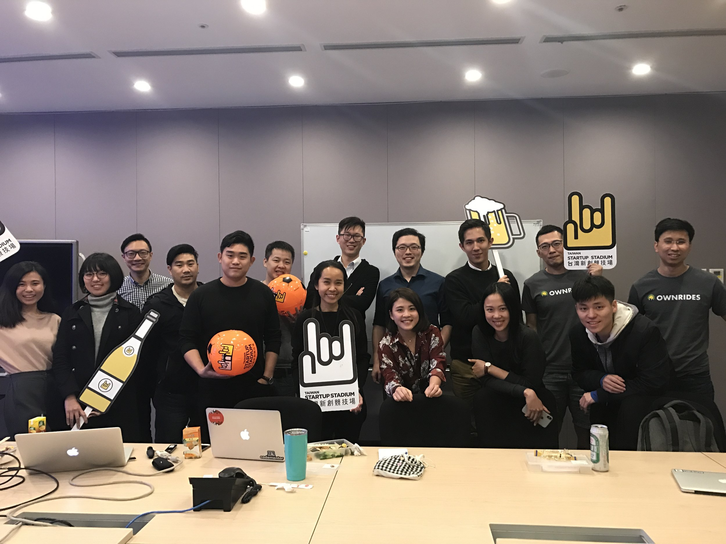 TSS's monthly event ceo day - a closed door sharing event for founders within starting lineup program. tss 會員計劃 Starting lineup 每月舉辦公司創辦人參加的閉門分享會 CEO DaY