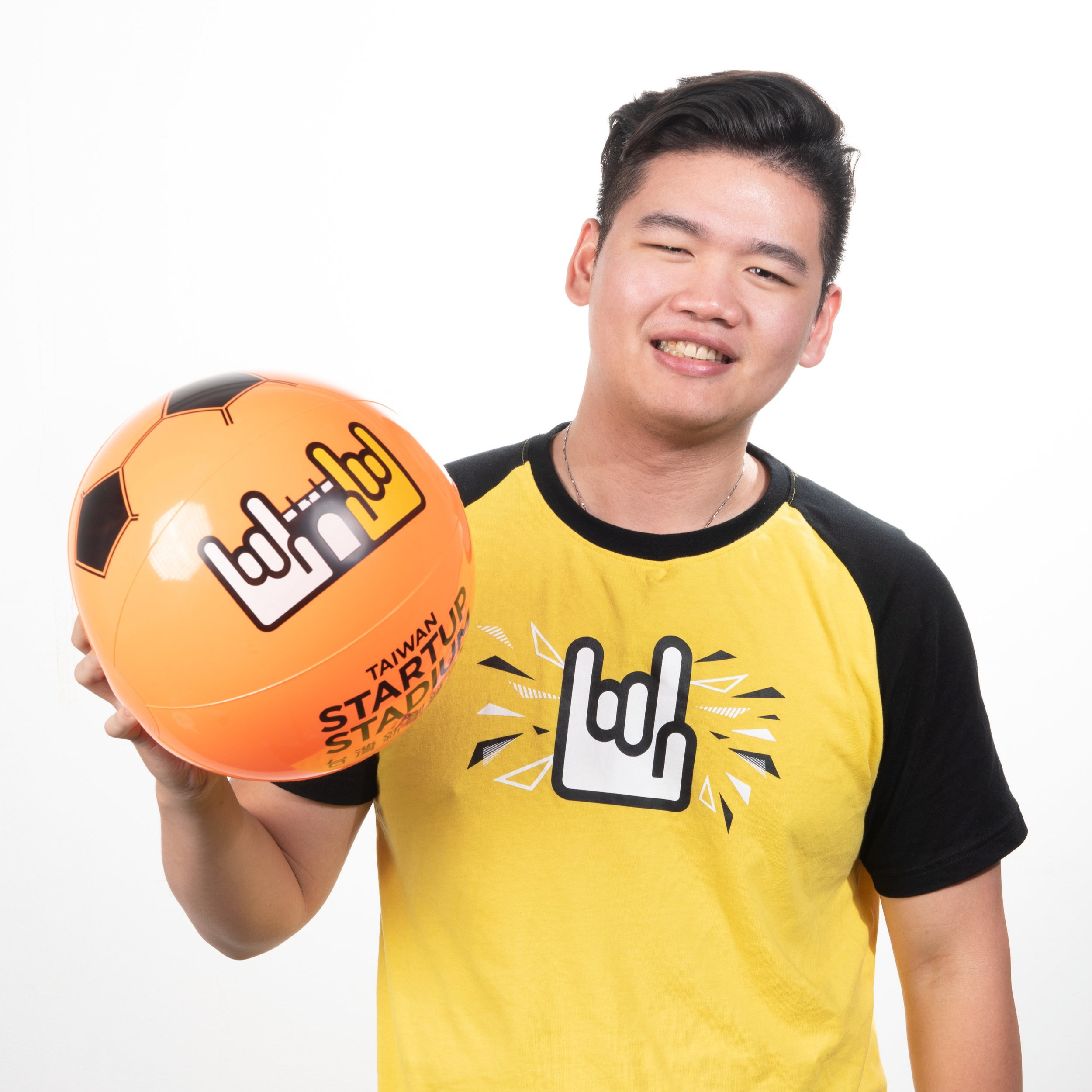 SKy hu | 胡浩慈  Associate