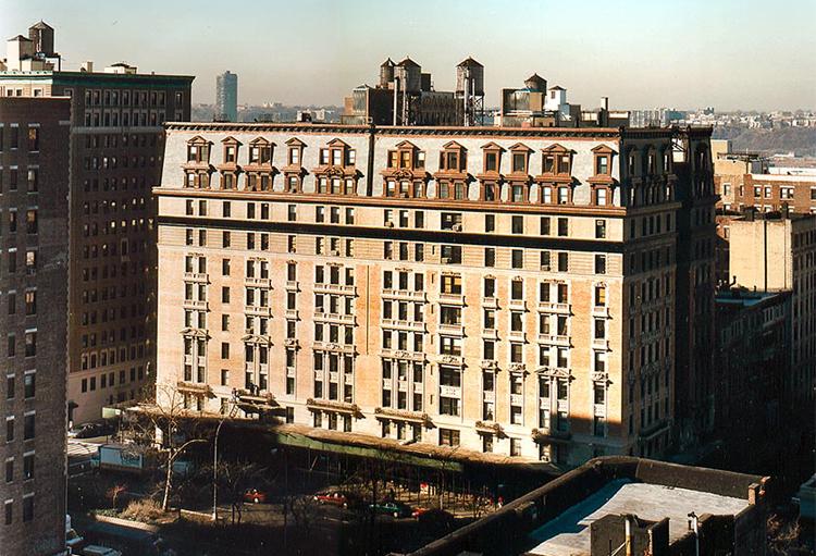 Manhassett Apartments