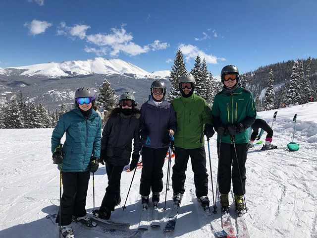 Feeling lucky to be together on the slopes again (thank you Mardi Gras and Georgetown spring break for crossing paths this year 🤗) #bullingtonvacations #oneofussnowboards #breck