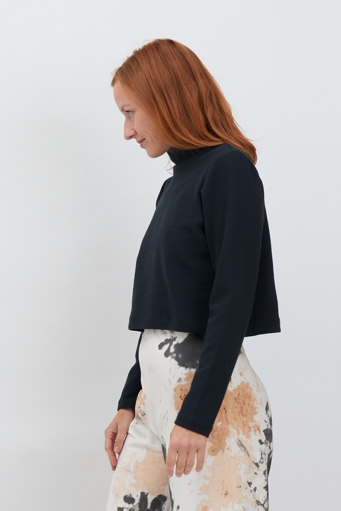 Sweater-black-Front-ZOOM.jpg