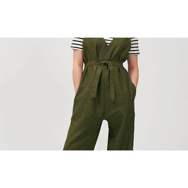 Olive Linen Jumpsuit Details 🍸 . . . . . . . @benmoenks #linen #jumpsuit #everydaywear #ootd #berlinsummer #versatile #transseasonal #shiolabel