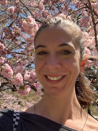 Hi, I'm Nathalie. I'm a Reiki master with over ten years of experience. Reiki is a Japanese practice that combines mindfulness techniques and light healing touch. Through Reiki, I've been able to reduce anxiety, relax deeply and heal. This in turn has brought back joy into my life and loads of beautiful, loving energy I would love to share with you. -