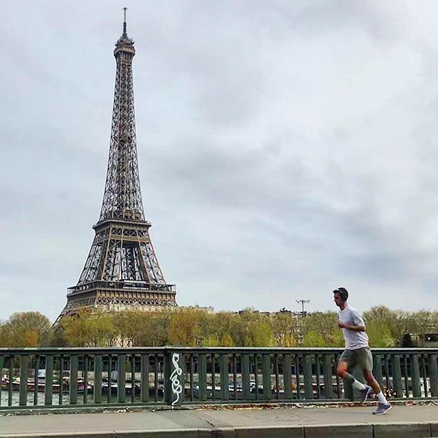 Best way to see a city... #run through it! 🏃🏾🏙 • 5 miles #running around #Paris this afternoon. Caught a couple of the iconic touristy spots as well as some more relaxing parks. Now time to find a café and eat some food! #thetrilife #triathlon #swimbikerun #trilife