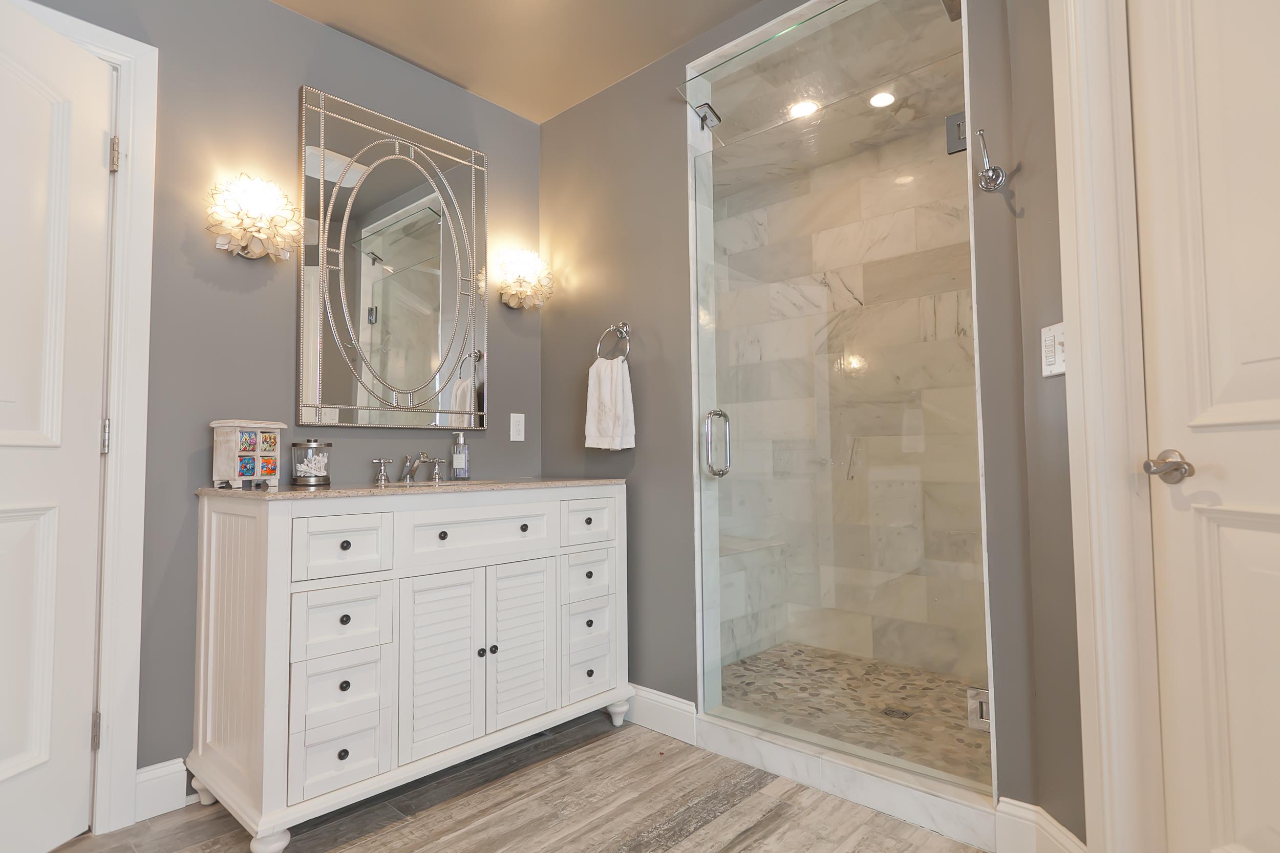 bathrooms 02.jpg