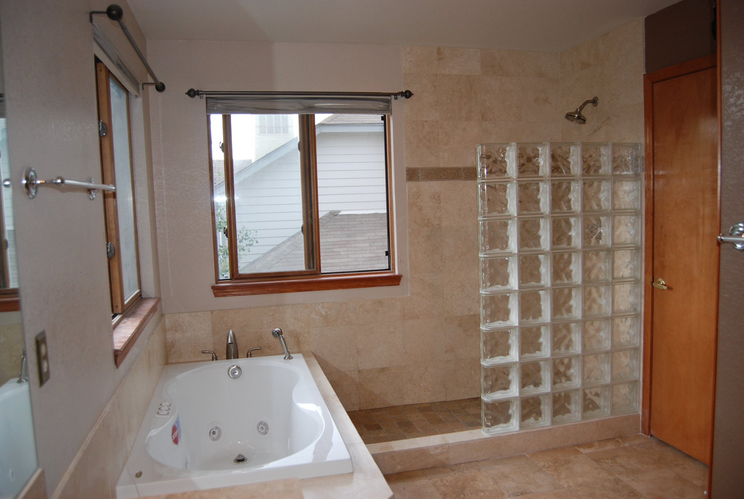 bathrooms 10.jpg