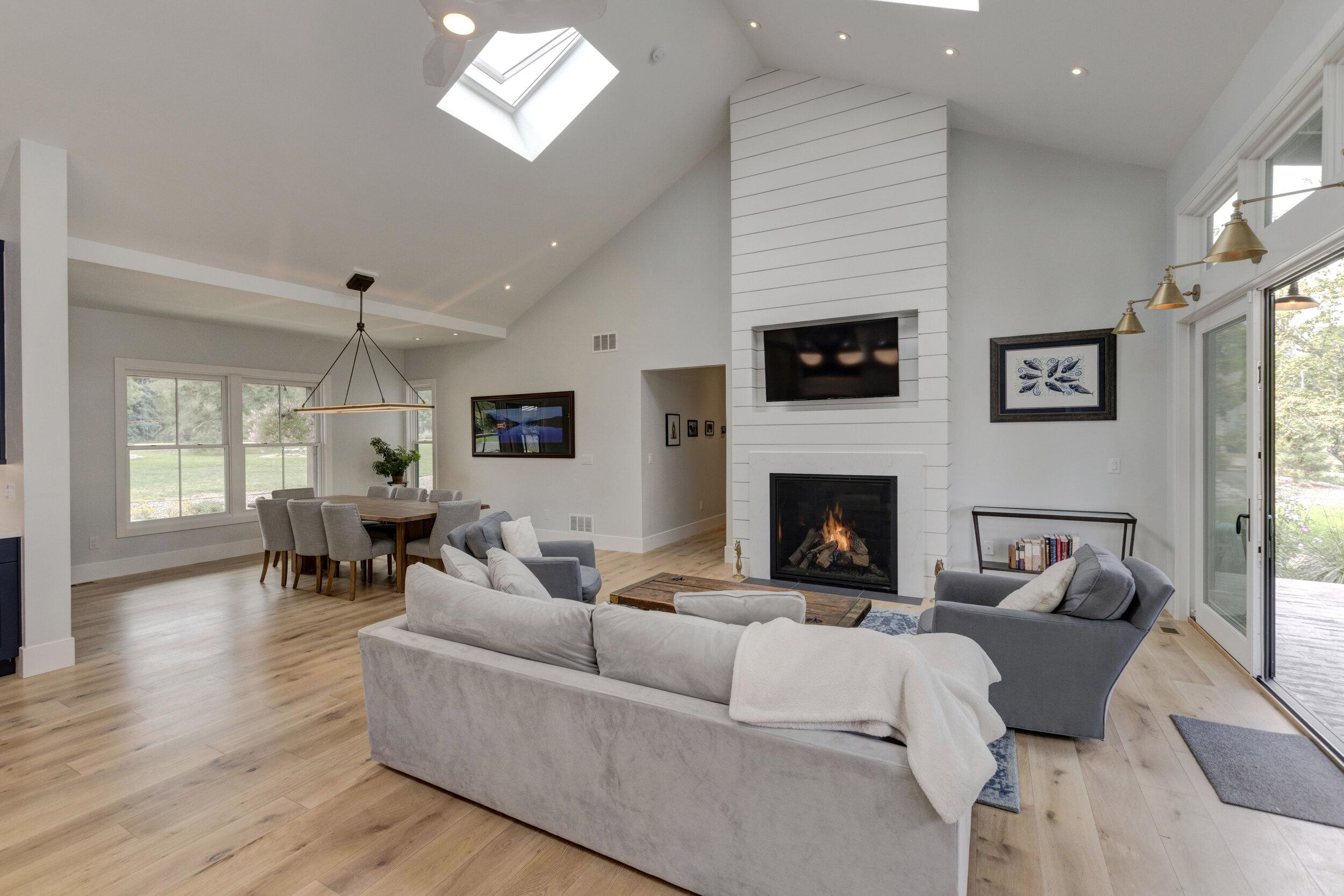 6 Living Room-Alt.jpg