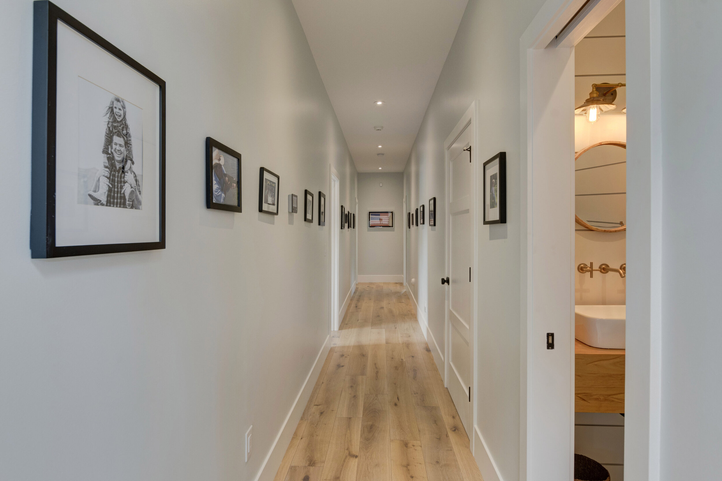 20a Hallway.jpg