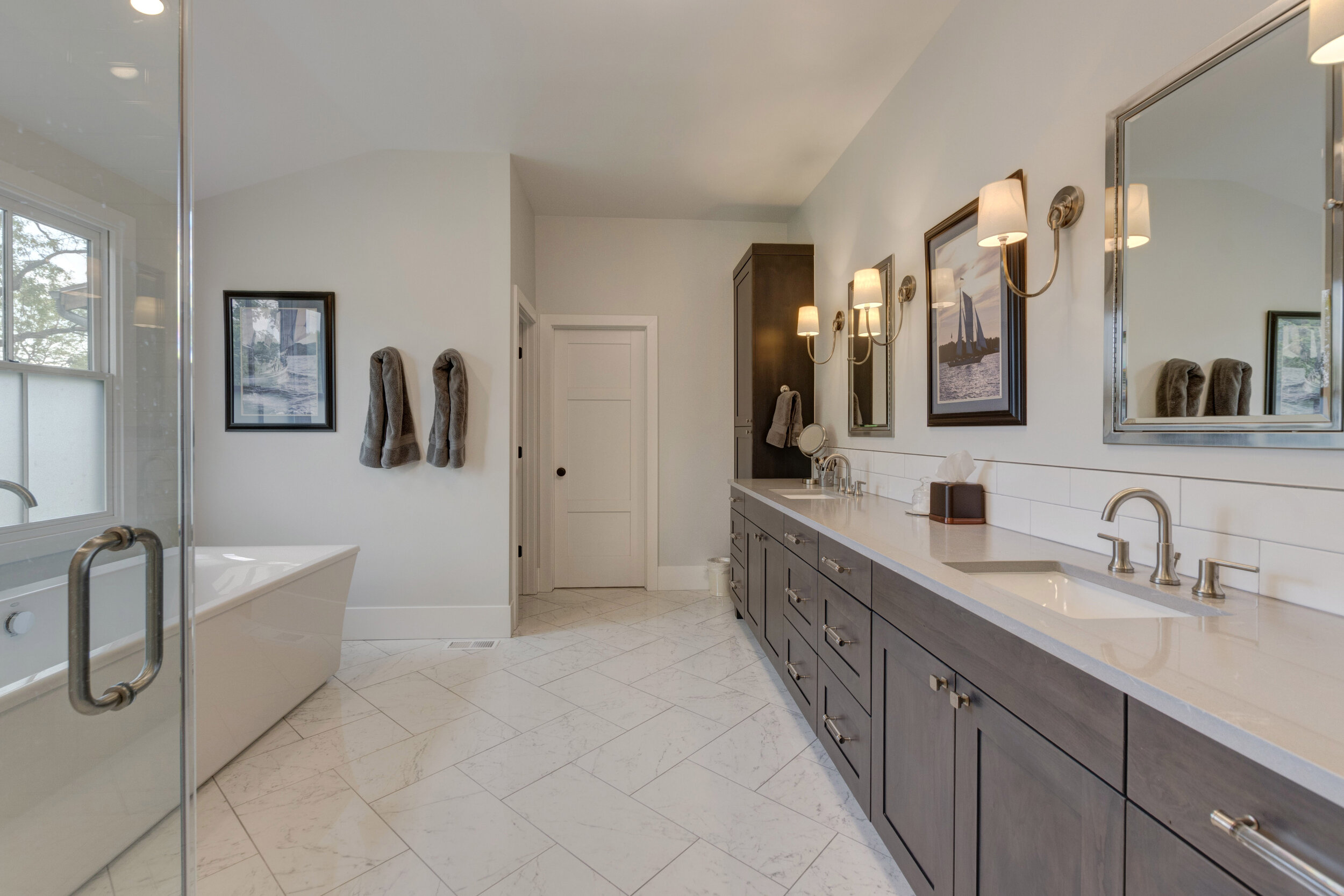 25a Master Bathroom.jpg