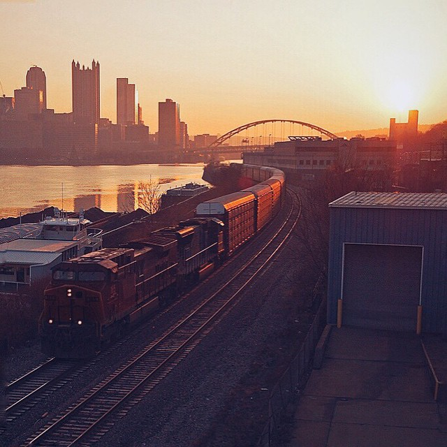 Today the @GoodContainer is in the Steel City—Pittsburgh, PA! We're excited to finally be crossing over the Monongahela and Allegheny Rivers. Did you know Pittsburgh has 446 bridges? And the most bars per capita in the U.S.! It's also home to 68 colleges and universities. That's a lot of smart, happy people! Anyone up for a quick pit stop? Thirsty? We're trying to catch a glimpse of our all-time favorite PA celebrity—Punxsutawney Phil—the world's most beloved furry seasonal prognosticator. Haaay Phil! Your six weeks are up dude! We want to go for a riiiiiiiiide!!! //Photo: Paul Duda // Edit: @pinaf