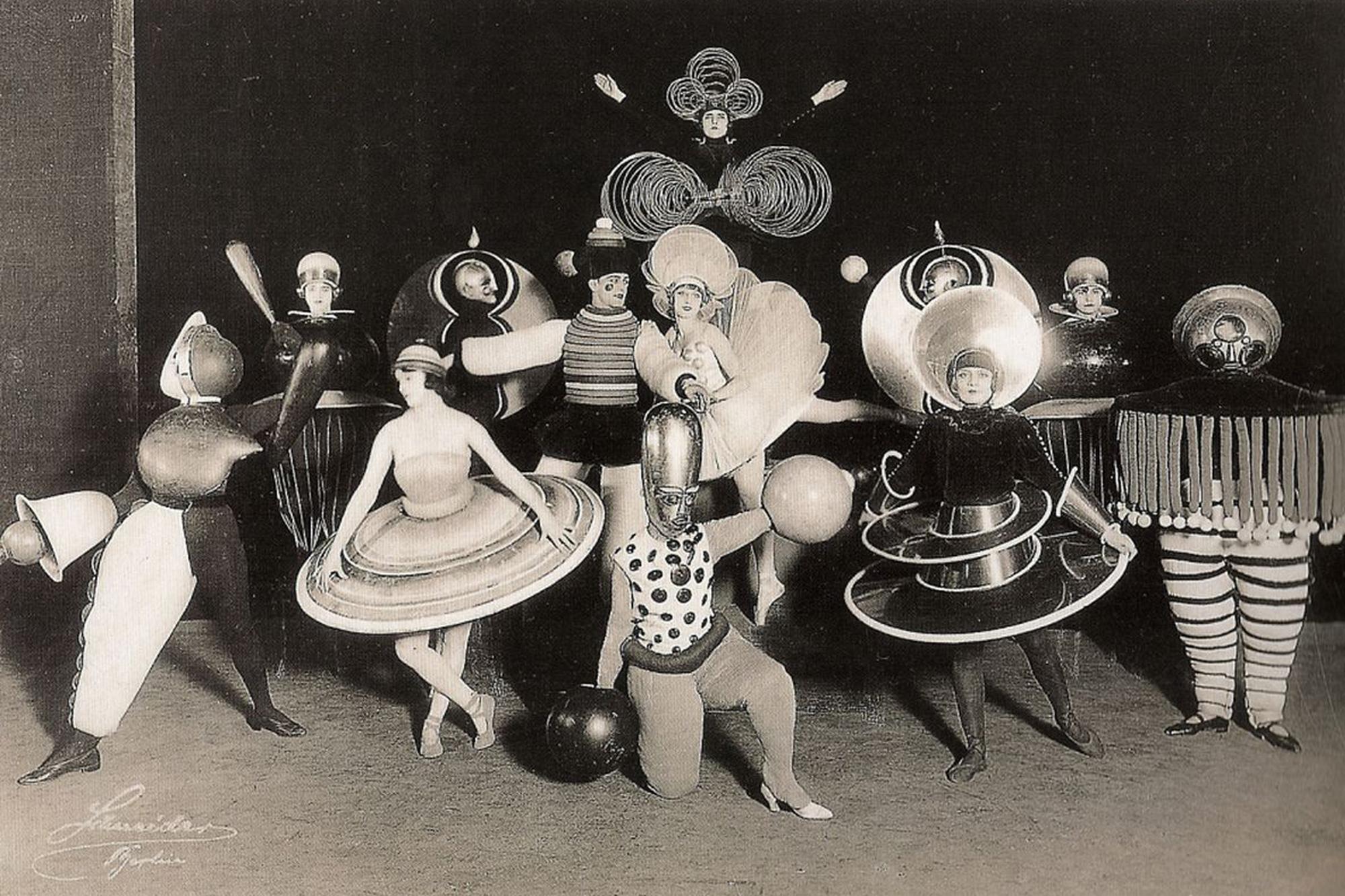 Bauhaus_Costume_01.jpg
