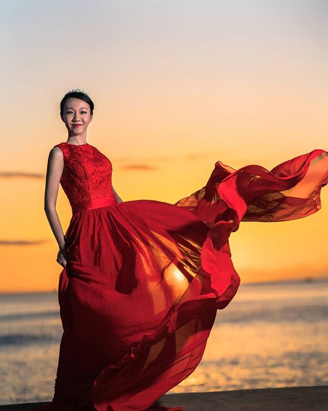 With the amazing Hawaii sunset, you just need a nice dress for your photo. #hawaiisunset #oahuphotographer #hawaiiphotographer #hawaii