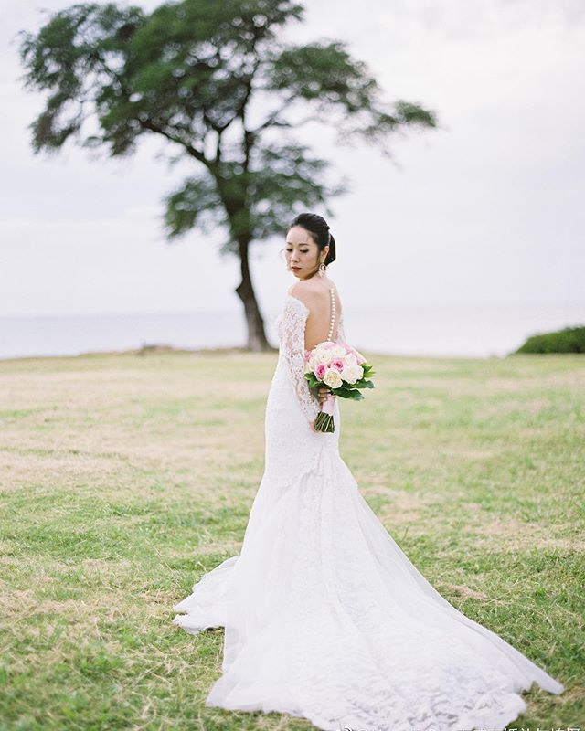 It was great to spend some time with the cute couple, after their wedding ceremony at paradise cove crystal chapel 💒, we went to the nearby beach took these elegant looking photos!  How amazing that her every pose turned out so beautifully! How do you think? . Do you want any specific pose? . . . #hawaiiweddingphotographer #hawaiichapelwedding #oahuwedding #oahuweddingphotographer #hawaiiwedding  #hawaiilife #hawaiiwedding #hawaiiportraitphotographer #oahuweddingplanner #wedhawaii #wedphotoinspiration #wedphotomag #preweddingshoot #weddingdayshoot #hawaiiweddingstyle #hawaiiweddingday #hawaiicouplesphotography #engagementphotos #hawaiiengagement