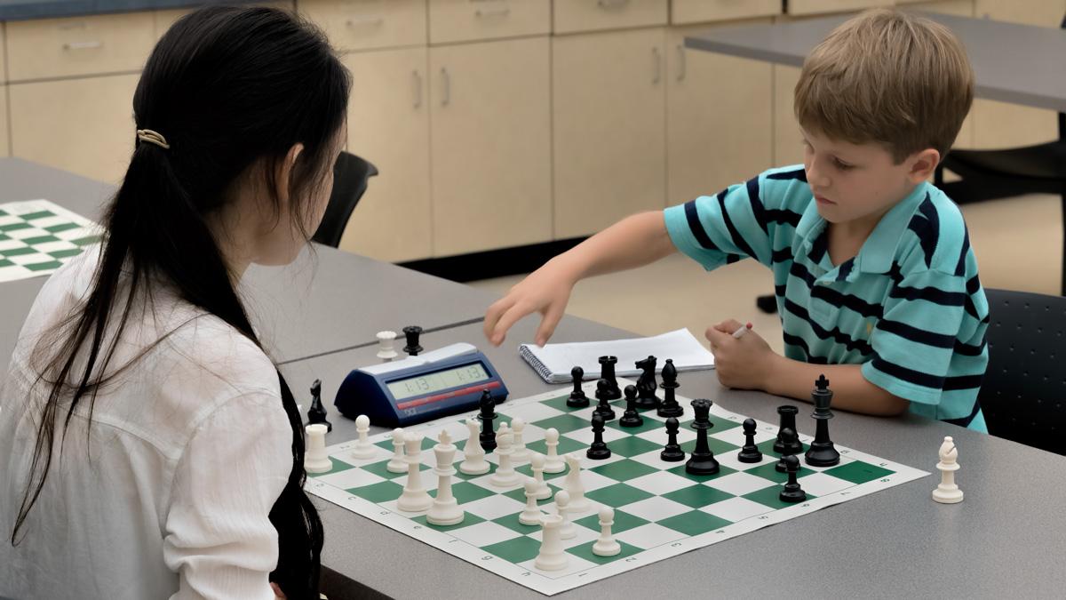 Round 1:Camille Sibbitt (L) (1381) vs Daniel H (R) (723)