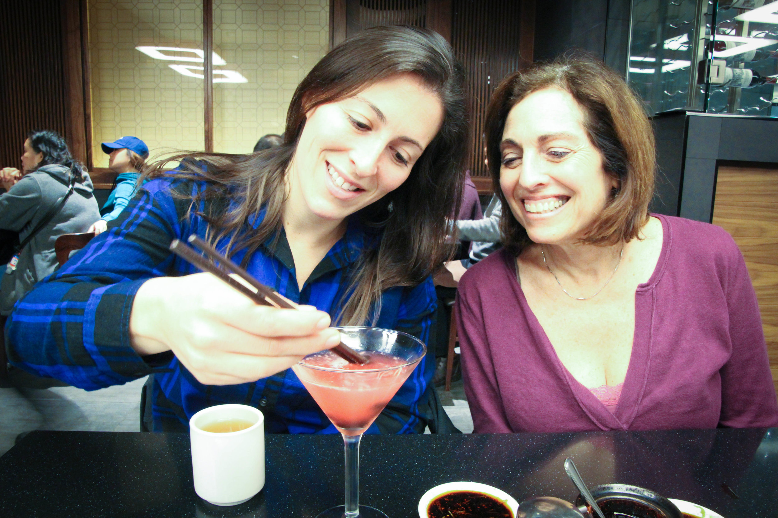 My cousin, Lauren, and her mom (my mother's cousin) Sheryl. Family time! <3