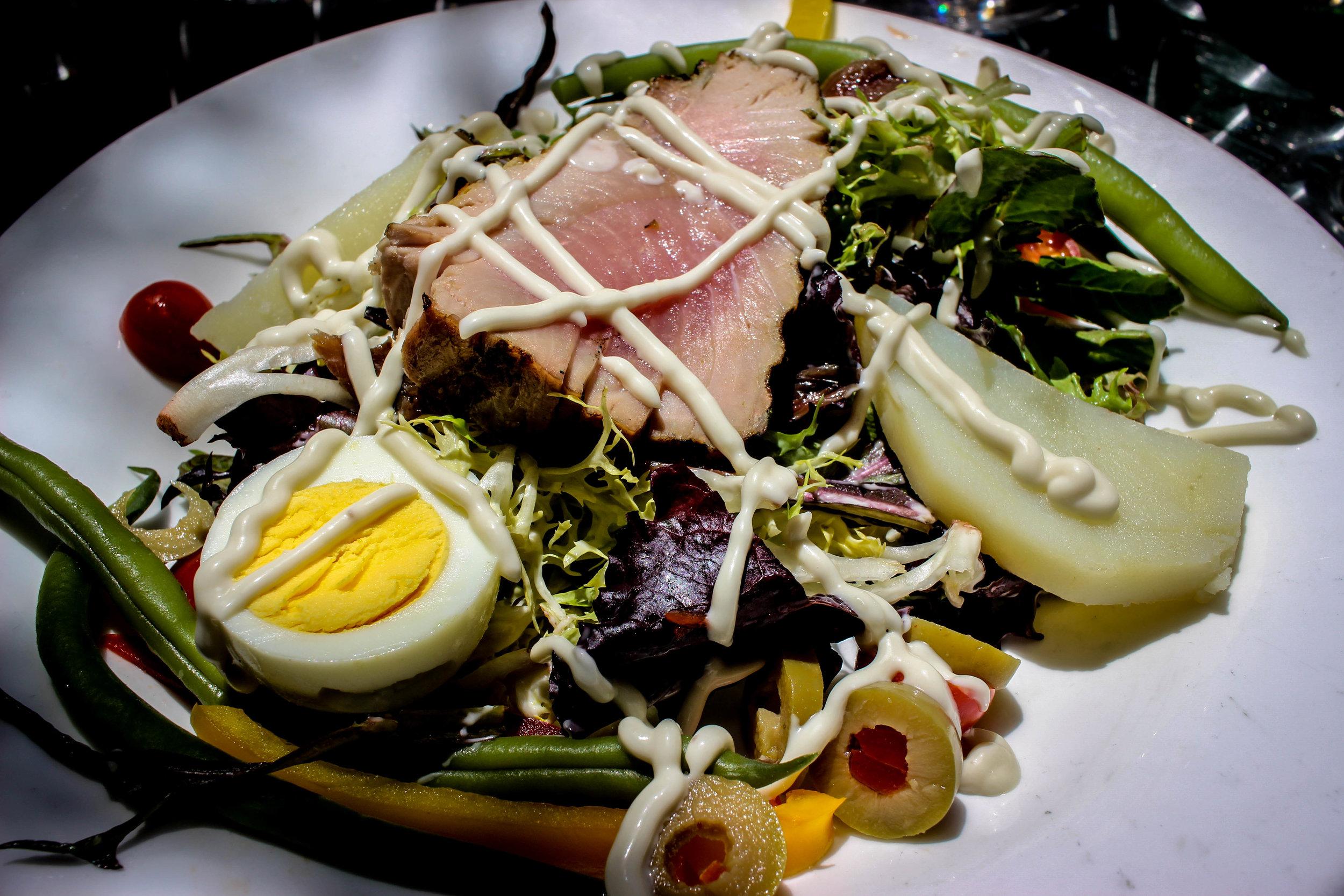 Salade Nicoise, vinaigrette aux anchois: traditional Nicoise Salad, Anchovy dressing